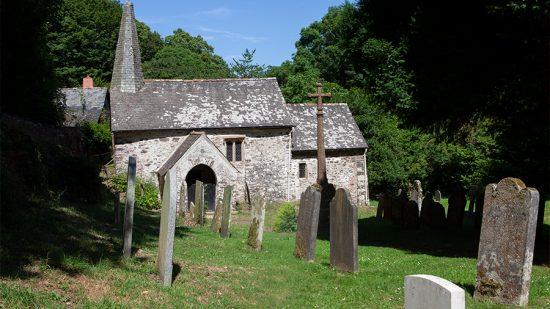 Ehemalige keltische Kraftorte – Warum das Christentum die Kirche nicht im Dorf lässt?
