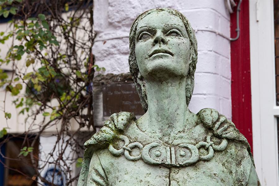 Wer ist die Lady von Avalon?